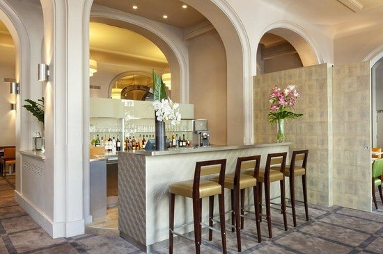 Holiday Inn Paris Bastille: Lobby Bar.A place of conviviality