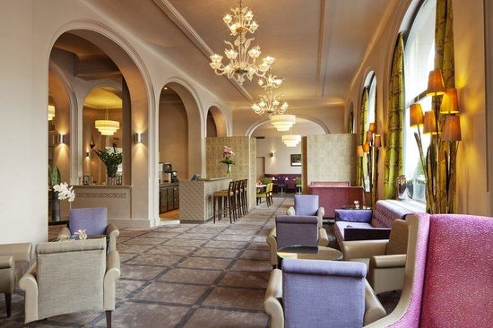 Holiday Inn Paris Bastille: Bar and Lounge area.Ideal for your business meetings