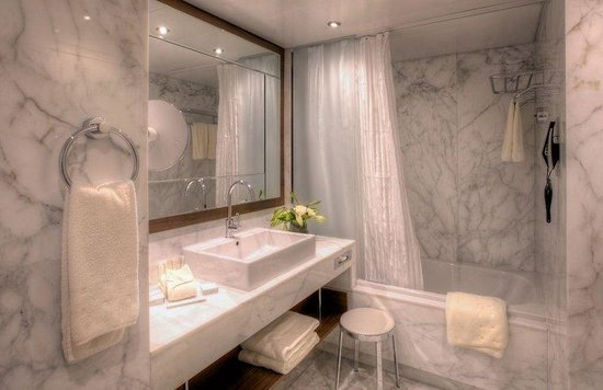 Grand Hotel Kempinski Geneva: Classic Room Bathroom
