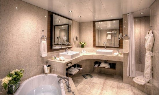 Grand Hotel Kempinski Geneva: Deluxe Room Bathroom