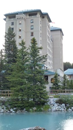 Fairmont Chateau Lake Louise: Outside View