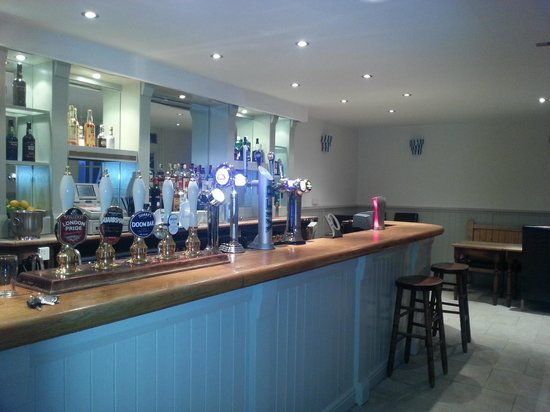 Egham, UK: Refurbished Bar