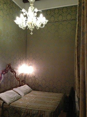 Al Ponte Antico Hotel: The bedroom