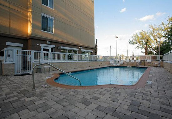 Fairfield Inn & Suites Melbourne Palm Bay/Viera: Outdoor Heated Pool