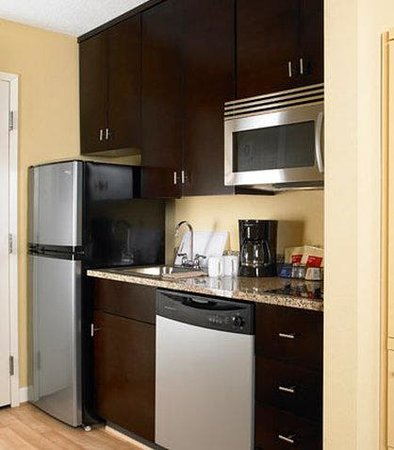 TownePlace Suites by Marriott Harrisburg Hershey: Suite Kitchen