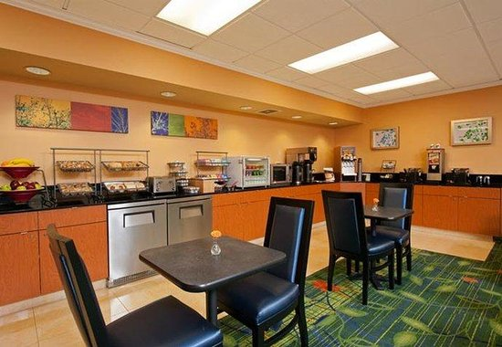 Naperville, IL : Breakfast Buffet