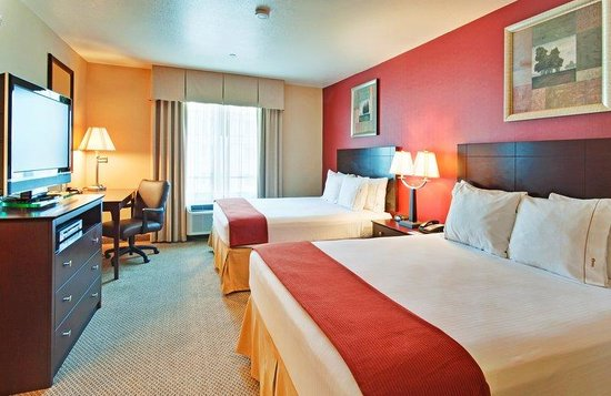 Holiday Inn Express Hotel & Suites Hollywood Hotel Walk of Fame: Hollywood Holiday Inn Express Double Bed Guest Room