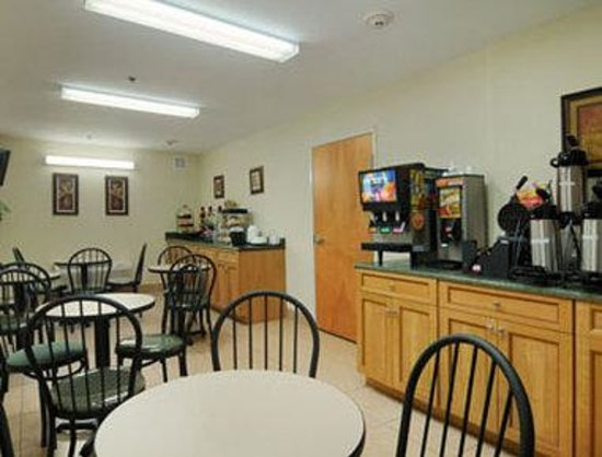 Ramada Brunswick: Breakfast Area