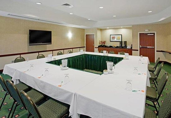 Ankeny, IA: Courtyard Meeting Room