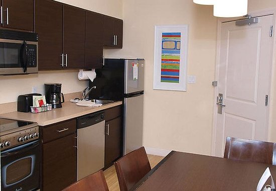 TownePlace Suites Republic Airport Long Island/Farmingdale: Two-Bedroom Suite Kitchen