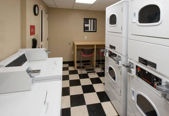 TownePlace Suites by Marriott Jacksonville: Guest Laundry Room
