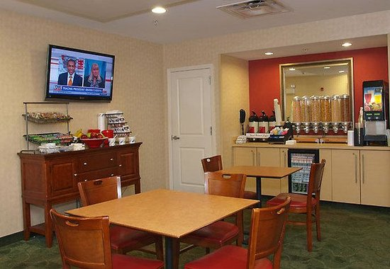 TownePlace Suites Republic Airport Long Island/Farmingdale: Activity Room