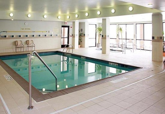 West Des Moines, IA: Indoor Pool & Spa