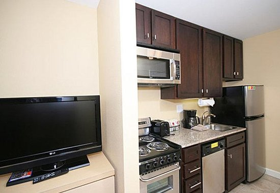 TownePlace Suites by Marriott Columbia SE/Fort Jackson: Suite Kitchen