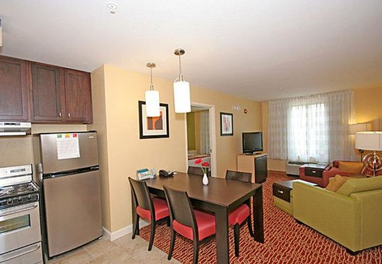 TownePlace Suites by Marriott Columbia SE/Fort Jackson: Two-Bedroom Suite Kitchen