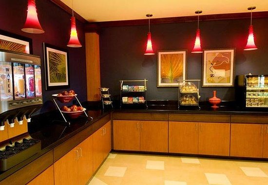Fairfield Inn & Suites Miami Airport South: Breakfast Buffet