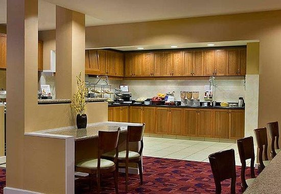 Residence Inn By Marriott Gravenhurst Muskoka Wharf: Breakfast Buffet