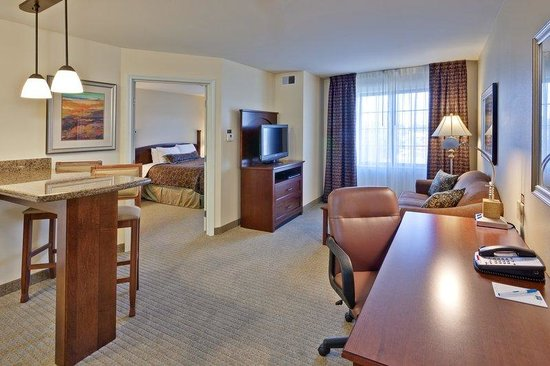 Carmel, IN: Room to work, entertain, or relax.