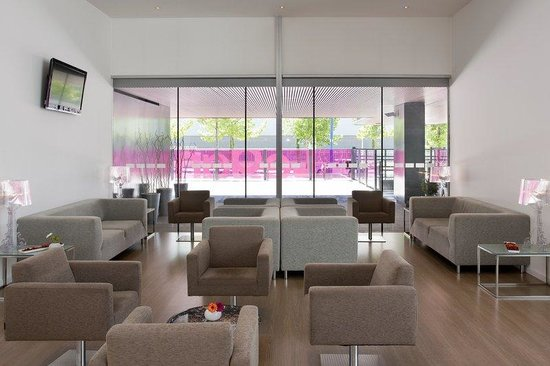 Holiday Inn Express Madrid Leganes: Relax after work in our Bar