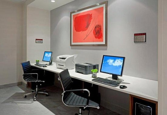 Fairfield Inn & Suites New York Brooklyn: Business Center