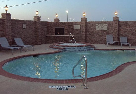 San Angelo, TX: Outdoor Pool & Whirlpool
