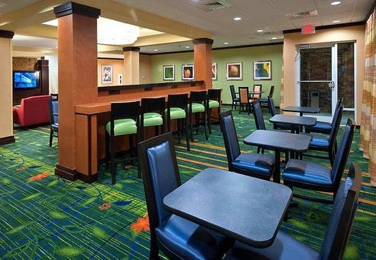 Fairfield Inn & Suites Tallahassee Central: Breakfast Dining Area