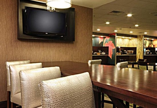 Fairfield Inn & Suites Amarillo Airport: Breakfast Communal Table