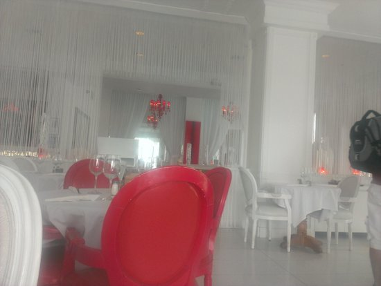 Red South Beach Hotel: Dining, beautiful deco.
