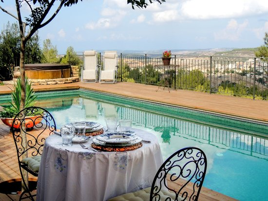 Galilee, Israel: Breakfast by the pool