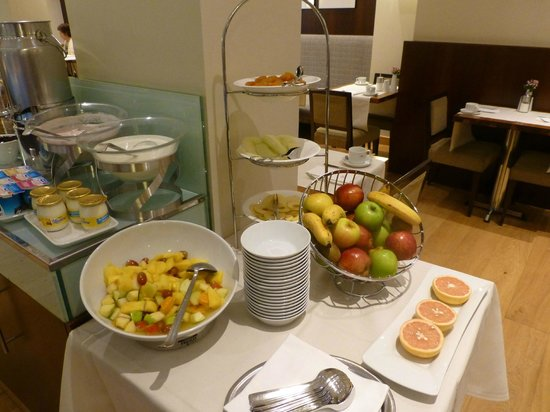 K+K Hotel Cayre: Fruit for breakfast