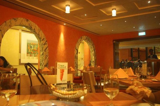 Resorts World Sentosa - Hotel Michael: Palio serves good Italian food; must-try: pizza and ravioli