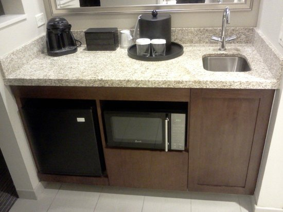 Embassy Suites Denver - Downtown / Convention Center: Wonderful Kitchenette