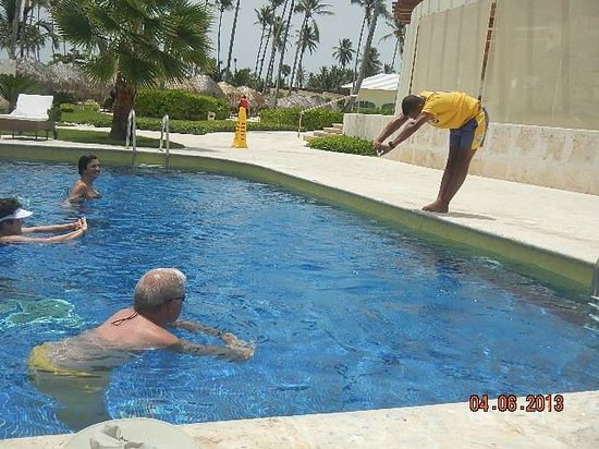 Iberostar Grand Bavaro Hotel: pool exercises daily