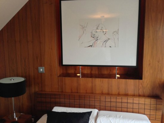 Kenilworth, UK: Art above the bed