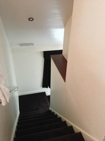 Kenilworth, UK: Stairs up to the room