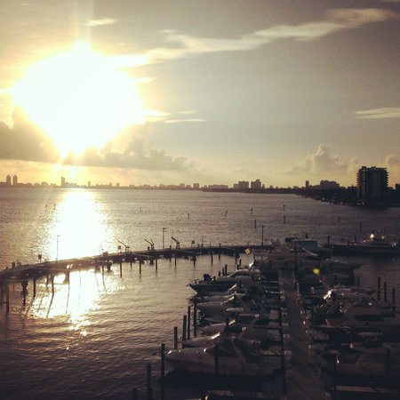 Doubletree by Hilton Grand Hotel Biscayne Bay: Morning balcony view of the bay.♥