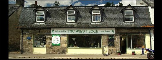 Newtonmore, UK: Front of the shop/ cafe