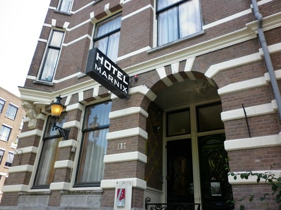 Marnix Hotel: Front entrance to rooms (no reception)