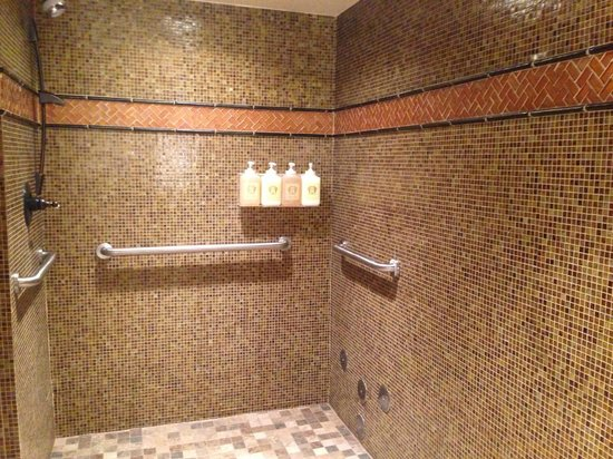 The Brown Palace Hotel and Spa, Autograph Collection: Spa group shower
