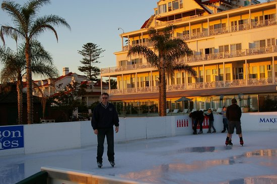 Hotel del Coronado: Skating at the beach!