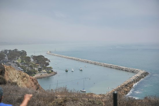 Dana Point, Californie : looking out over harbor