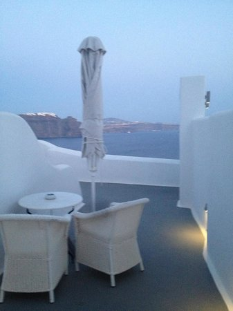 Canaves Oia Hotel: Private patio