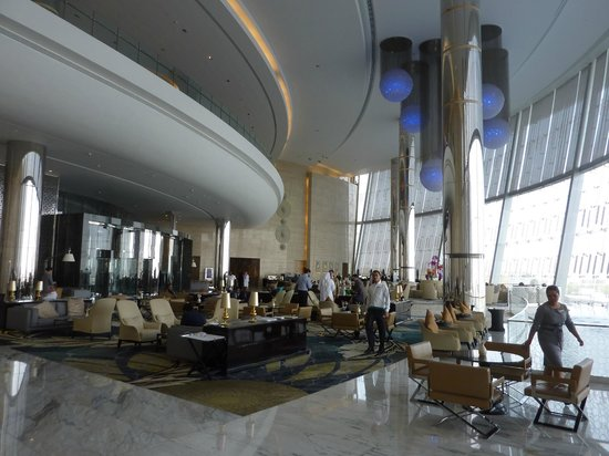 Jumeirah at Etihad Towers: Lobby