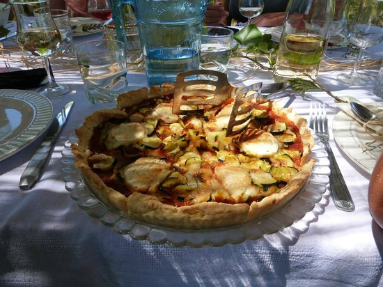 Eymet, Frankrig: Our home made goat cheese tart
