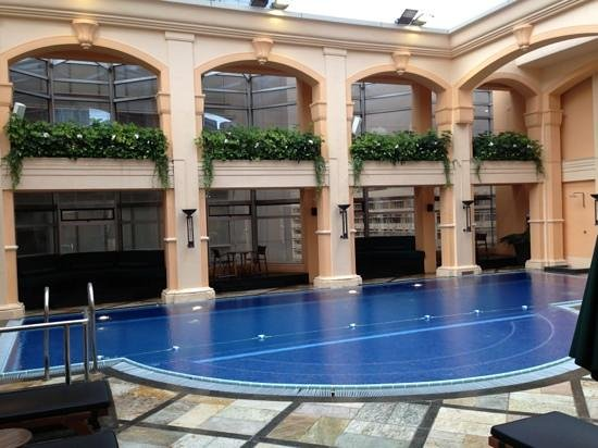 The Langham, HongKong: pool on 15th