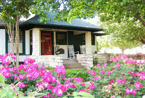 Photo of Granbury Gardens Bed And Breakfast