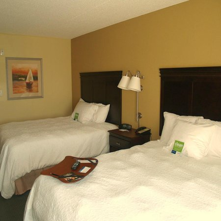 Hampton Inn Fairhope: Deluxe Double Queen Guestroom