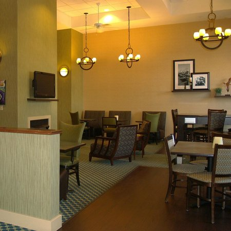 Hampton Inn Fairhope: Breakfast Area and Great Room