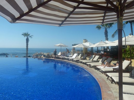 Fiesta Americana Grand Los Cabos Golf & Spa: main pool overlooking the beach and ocean