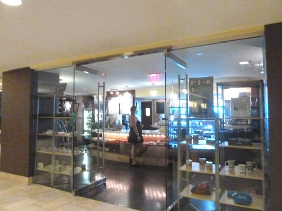 Key Bridge Marriott: gift shop